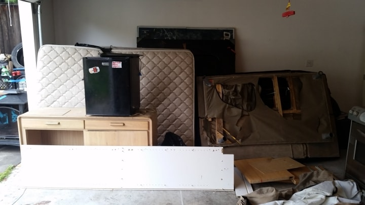 Junk removal San Jose and hauling service for sofa, beds and trash