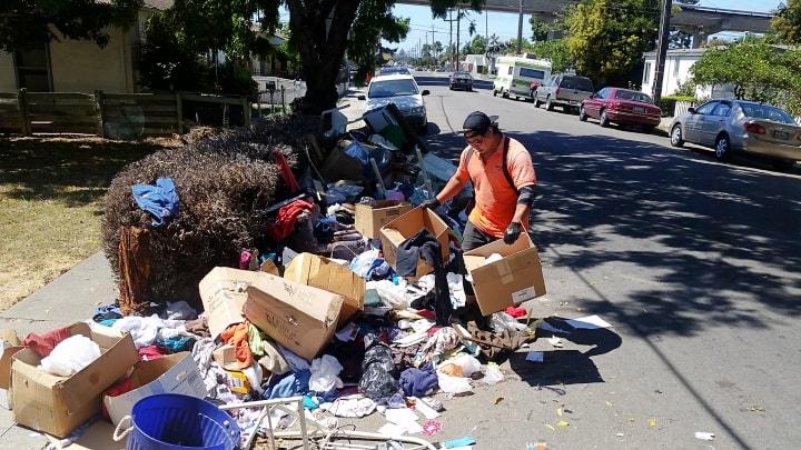 http://www.westcoastjunk.com/wp-content/uploads/2016/10/trash-hauling-service-san-leandro-street-clean-up.jpg