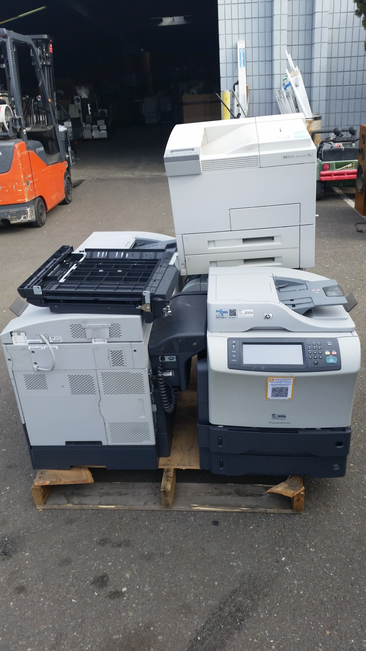 Commercial e-waste pickup, hauling, recycling