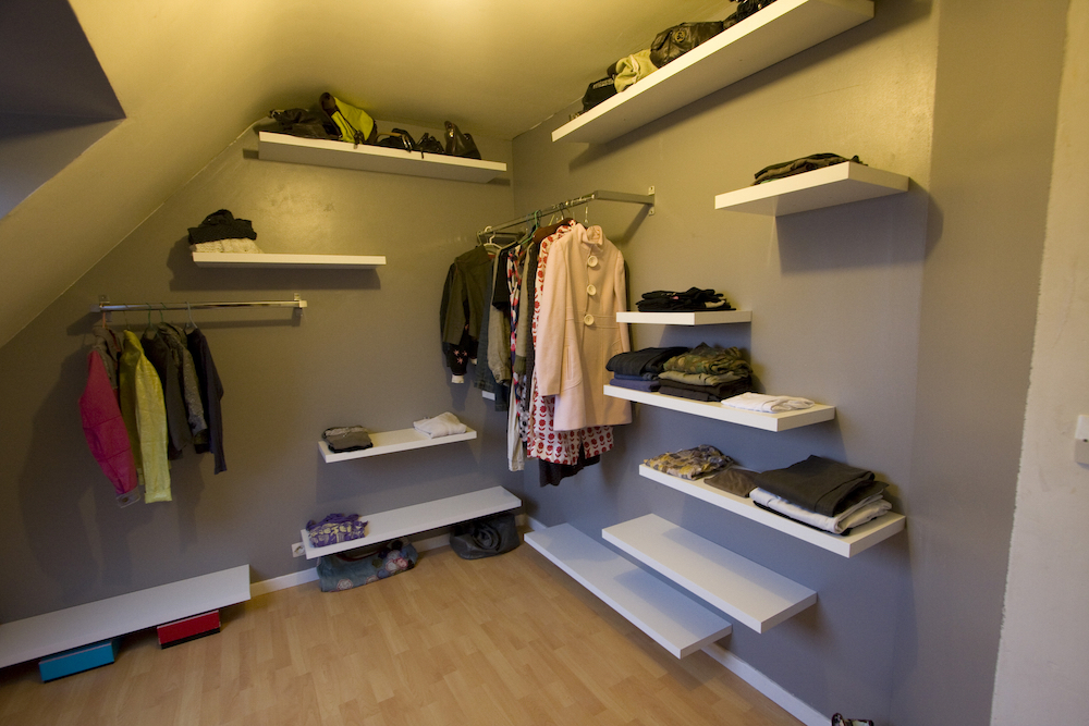 Clean out closets and drawers before listing your Oakland, CA home - Call West Coast Junk today!